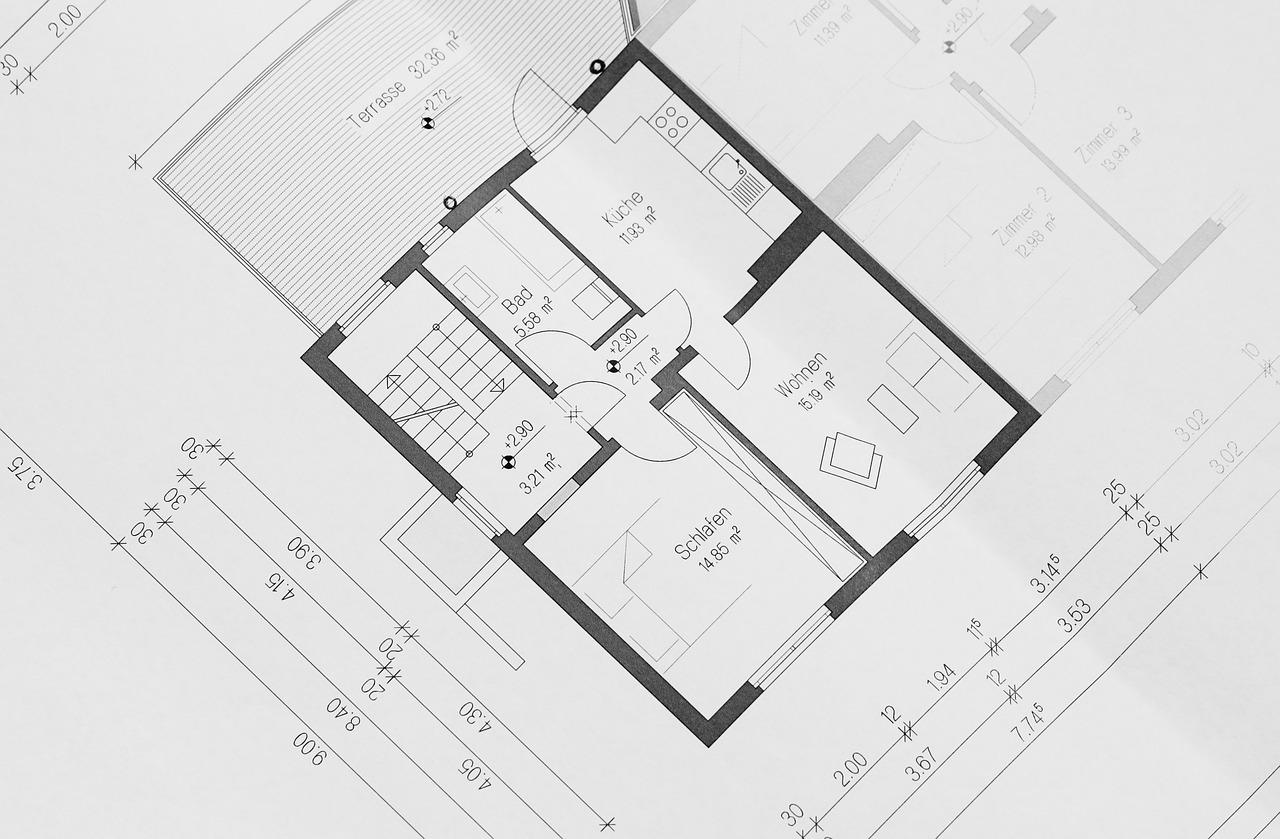 Jak zaprojektować ciepłe i przestronne wnętrza w małym domu?
