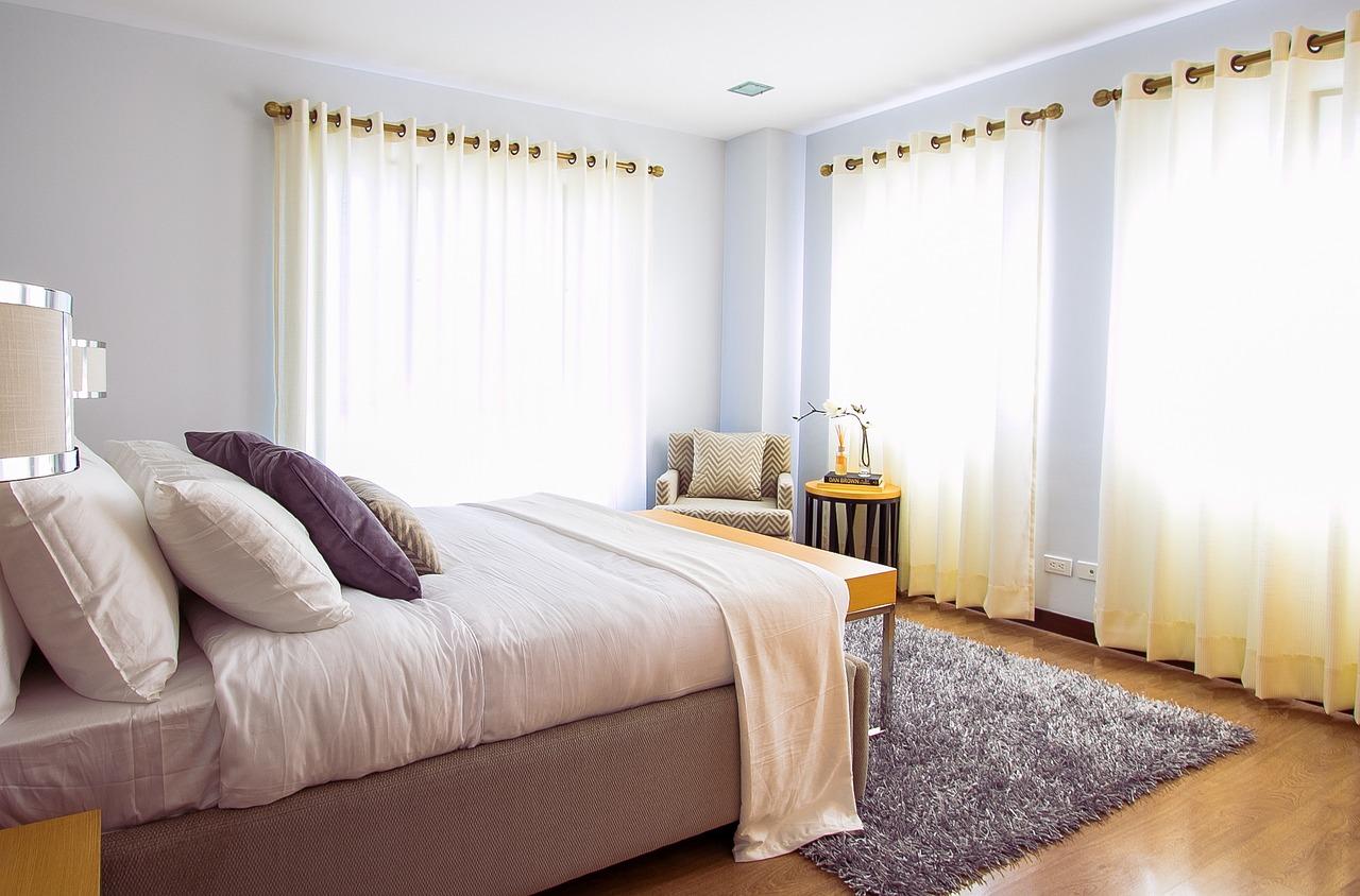 Jak zaaranżować swoją sypialnię z toaletką?